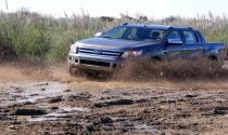 Kỹ năng xử lý an toàn khi lái xe qua đường lầy lội