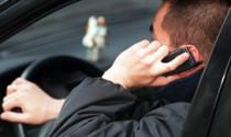 Bị phạt tới 2 triệu đồng nếu sử dụng điện thoại khi lái xe