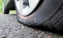 Những kiểu đỗ xe sai cách gây hại cho lốp, tài xế cần tránh