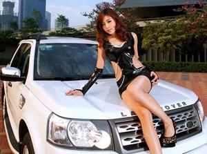 Người đẹp bên Land Rover