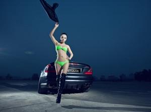 Chân dài đọ dáng bên Mercedes-Benz SL55 AMG