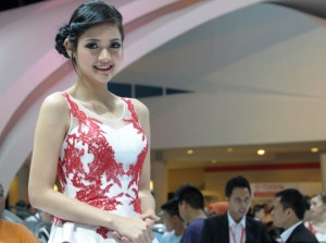 Rạng ngời vẻ đẹp Á châu tại triển lãm Indonesian International Motor Show 2013