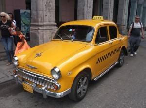 """Những chiếc taxi """"cổ lỗ sĩ"""" của Cuba"""