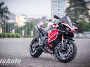 """Chiêm ngưỡng """"siêu phẩm"""" Yamaha YZF-R1 phong cách Santander tại Hà Nội"""