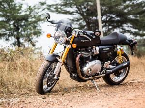 Triumph Thruxton R, ly Café đen đá đúng điệu