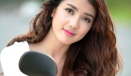 Ngắm hotgirl Linh Napie dịu dàng với Kymco Candy Hi 50