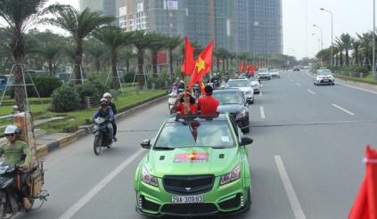 Gần 30 chiếc Chevrolet Cruze diễu hành cỗ vũ đội tuyển U23 Việt Nam