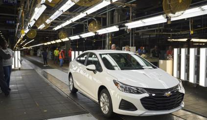 Đại gia phóng tay mua vài ngàn xe mỗi năm để cứu nhà máy