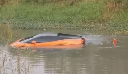 """Xót xa hàng hiếm Lamborghini Gallardo Bicolore """"lặn"""" dưới sông ở Thái Lan"""