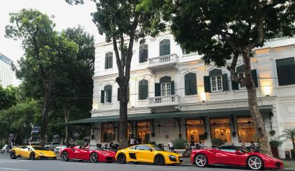Giữa mùa dịch, ca sĩ Tuấn Hưng mang Ferrari 488 GTB tụ họp cùng dàn siêu xe khủng