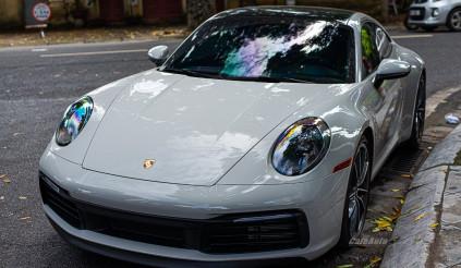 Porsche 911 với option lên tới hơn 375 triệu đồng xuất hiện trên đường phố Hà Nội