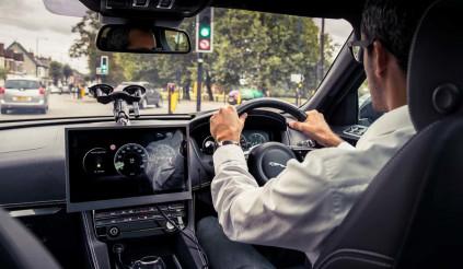 Công nghệ thông minh của Jaguar Land Rover giúp tài xế 'né' đèn đỏ