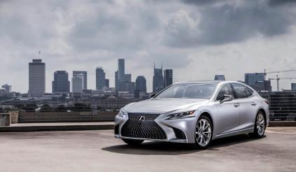 Xe sang Lexus LS500 triệu hồi để thay thế lốp