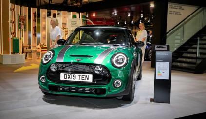 Chiếc xe thứ 10 triệu của Mini có gì đặc biệt hơn bình thường?
