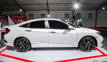 Honda Civic 2019 kiểu dáng mới trình diện tại Malaysia giá từ 598 triệu đồng