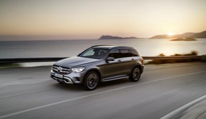 Mercedes-Benz tiếp tục cho BMW và Audi hít khói trong năm 2019