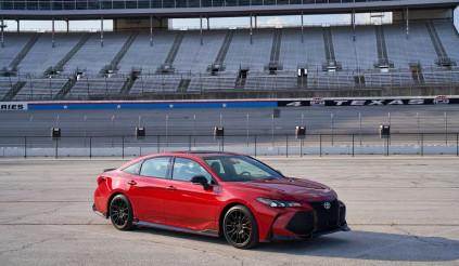 Camry TRD 2020 giá từ 745 triệu: xe thể thao gia đình đắt khách nhà Toyota
