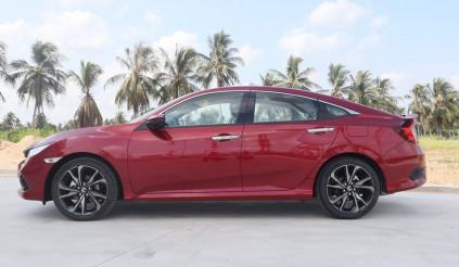 Honda Civic RS 2020 có mặt tại đại lí: ngoài màu sắc mới, không có gì đổi
