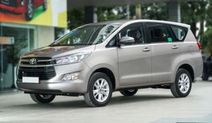 """Toyota Innova giảm giá """"sốc"""" lên đến 120 triệu, Xpander liệu có lao đao"""