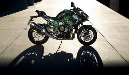 Kawasaki Z-H2 sẽ ra mắt thị trường Việt Nam, Yamaha X-Max bản giới hạn, MV Agusta Rush 1000 đến tay khách hàng