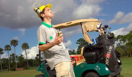 Một vòng golf đốt calo tương đương …7 cốc bia