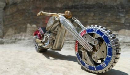Đồng hồ biến thành xe gắn máy