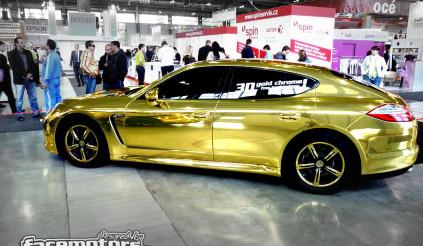 """Cận cảnh quy trình """"hóa vàng"""" cho Porsche Panamera"""