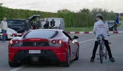 """Xe đạp cho… siêu xe Ferrari """"hít khói"""""""