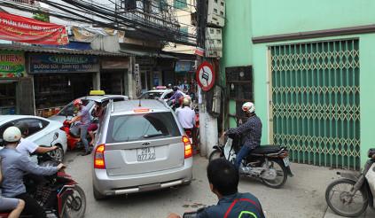 Ôtô giành đường - 'hai con dê qua cầu' kiểu người Việt