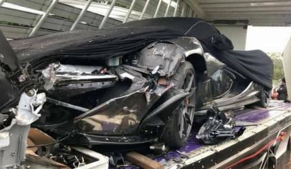 Chuyện gì xảy ra khi Siêu xe McLaren P1 đâm thẳng vào đầu xe tải?