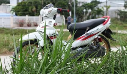 Yamaha Sirius độ nhẹ nhàng trắng ngọc trinh của biker miền Tây