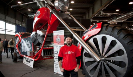 Lác mắt với xe Chopper lớn nhất thế giới