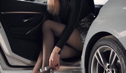 Thư giãn cuối tuần với thân hình nóng bỏng của hot girl bên BMW 320iM