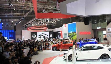 Hết thời chênh giá, các hãng ô tô lại đua nhau giảm giá tặng phụ kiện mời khách mua xe