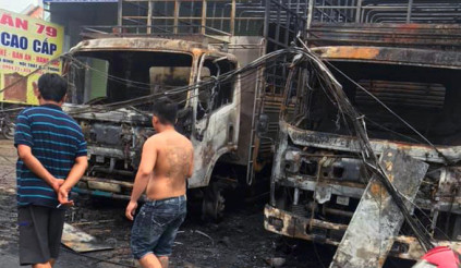 Vụ hai xe cháy ở Biên Hoà: nếu do ném bom xăng, sẽ xử lý ra sao?
