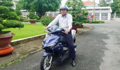Hoan hô đề xuất chủ tịch tỉnh đi xe máy, bộ trưởng đi xe buýt