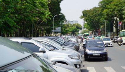 Thu phí đỗ ô tô, tiền vào túi ai ?: Buông lỏng quản lý !