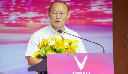 HLV Park Hang-seo được tặng thêm xe bạc tỷ từ Vinfast