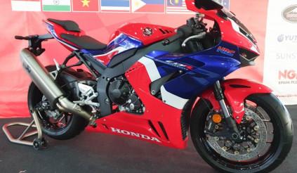 Chiến binh Honda CBR1000RR-R hứa hẹn soán ngôi vương của Kawasaki ZX-10RR