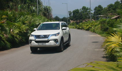 Toyota Fortuner lung lay vị trí số một