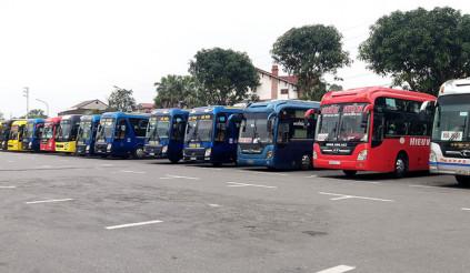 Dừng toàn bộ xe trên 9 chỗ đi/đến Hà Nội và TP.HCM, siết chặt nhiều phương tiện khác