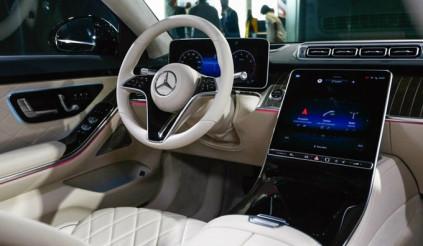 Hãng mẹ của Mercedes tiếp tục thua kiện