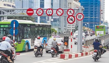 Tự ý tháo dỡ biển báo hiệu giao thông bị xử lý như thế nào?