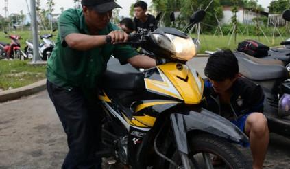 Xe gắn máy chạy yếu là do đâu?