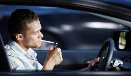 Đã lên xe đừng hút thuốc, dù là xe của mình