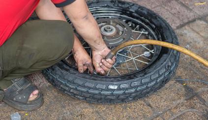 Tâm lý e ngại dẫn bộ khi xe bị thủng có thể khiến bạn trả giá khá đắt