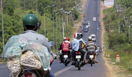 Lái xe máy về quê mùa dịch liệu có an toàn?