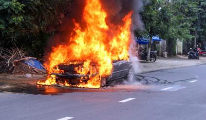 """Những đồ dùng vô tình tiếp tay cho """"giặc lửa"""" trên ô tô"""