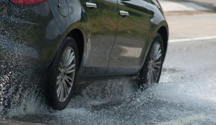5 việc cần tránh khi lái xe trời mưa nếu không muốn gây tai nạn nghiêm trọng